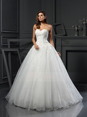 Ball Gown Sleeveless Tulle Sweetheart Beading Court Train Wedding Dresses