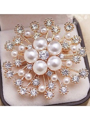 Luxurious Alloy With Rhinestone/Imitation Pearl Womens Brooch