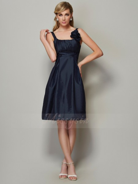 A-Line/Princess Sleeveless Knee-Length Taffeta Straps Pleats Dresses
