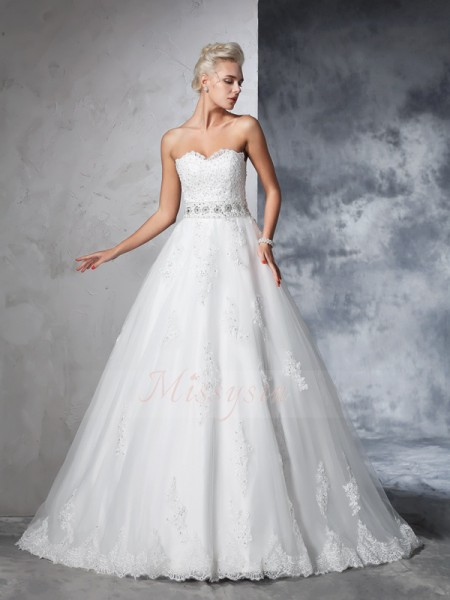 Ball Gown Sleeveless Sweetheart Applique Chapel Train Net Wedding Dresses