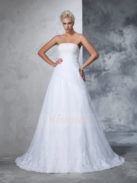 Ball Gown Sleeveless Strapless Applique Court Train Net Wedding Dresses