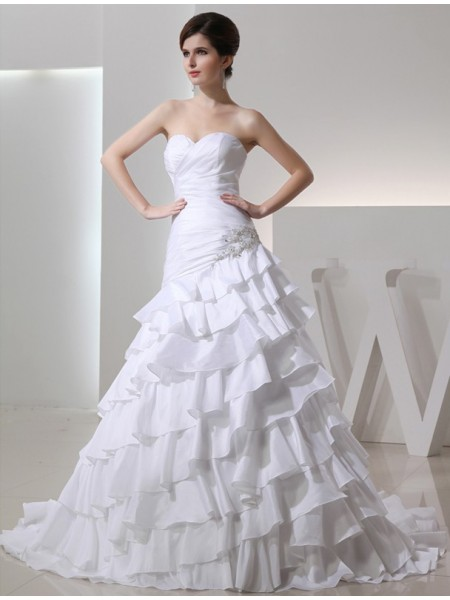 A-Line/Princess Sweetheart Chapel Train Beading,Applique Sleeveless Taffeta Wedding Dresses