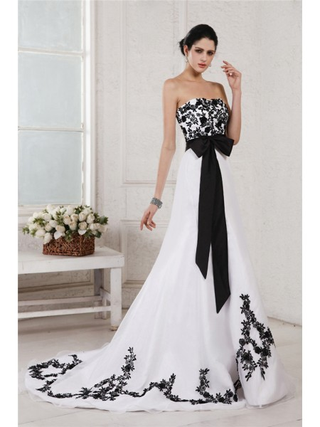 A-Line/Princess Sweetheart Court Train Sash/Ribbon/Belt,Embroidery Sleeveless Net,Satin Wedding Dresses