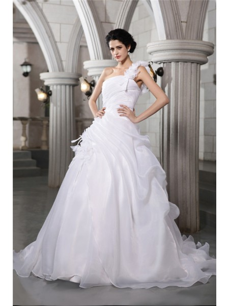 Ball Gown One-Shoulder Chapel Train Pleats Sleeveless Organza Wedding Dresses
