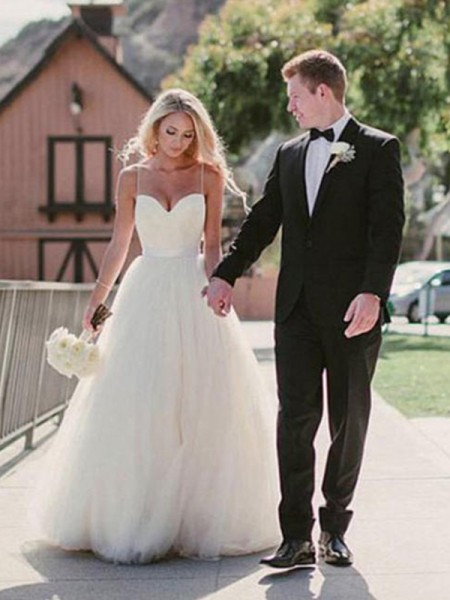 Ball Gown Sleeveless Sweetheart Tulle Sweep/Brush Train Sash Wedding Dresses