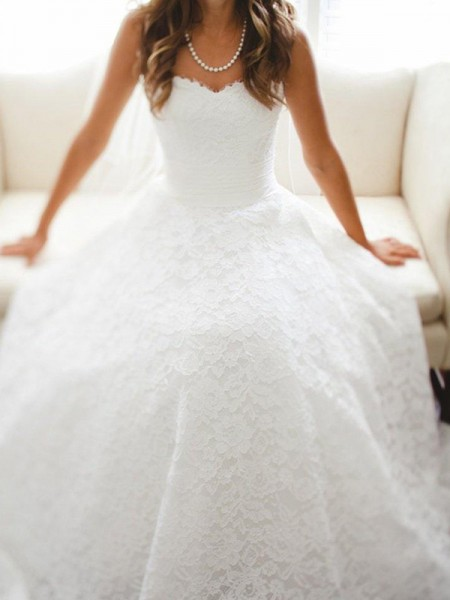 A-Line/Princess Sleeveless Sweetheart Lace Cathedral Train Wedding Dresses