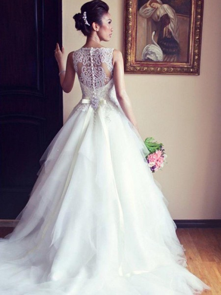 A-Line/Princess Sleeveless Scoop Tulle Chapel Train Beading Wedding Dresses