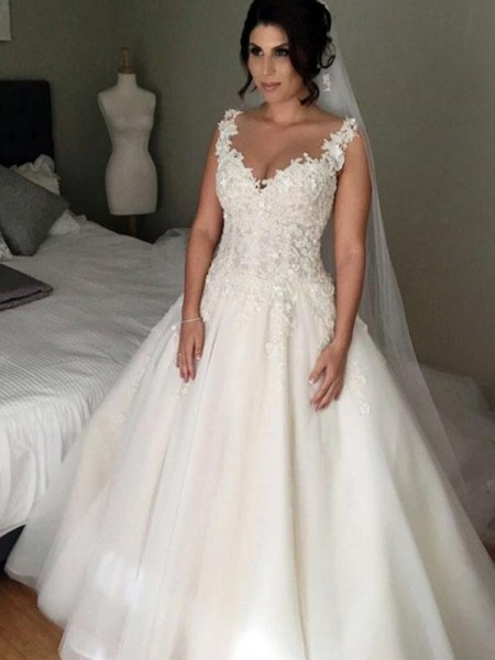 Ball Gown Sleeveless V-neck Tulle Court Train Applique Wedding Dresses