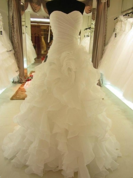 Ball Gown Sleeveless Ruffles Sweetheart Court Train Organza Wedding Dresses