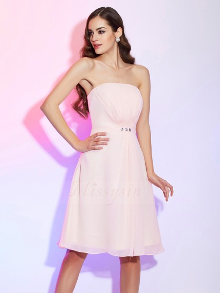 Sheath/Column Sleeveless Knee-Length Chiffon Strapless Ruched Bridesmaid Dresses