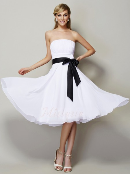 A-Line/Princess Sleeveless Knee-Length Chiffon Strapless Sash/Ribbon/Belt Bridesmaid Dresses