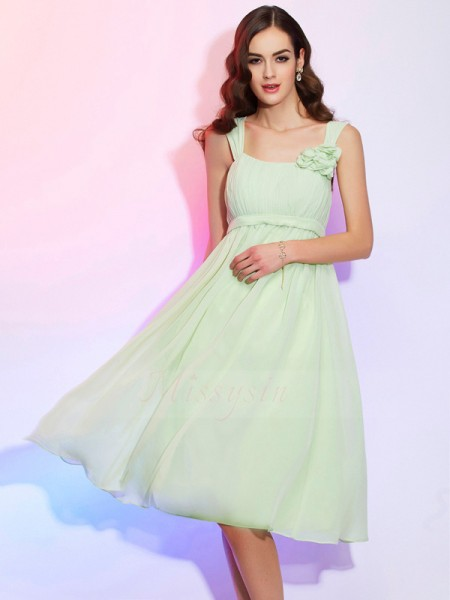 A-Line/Princess Sleeveless Knee-Length Chiffon Straps Pleats Dresses