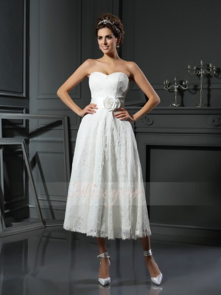 A-Line/Princess Sleeveless Sweetheart Tea-Length Lace Wedding Dresses
