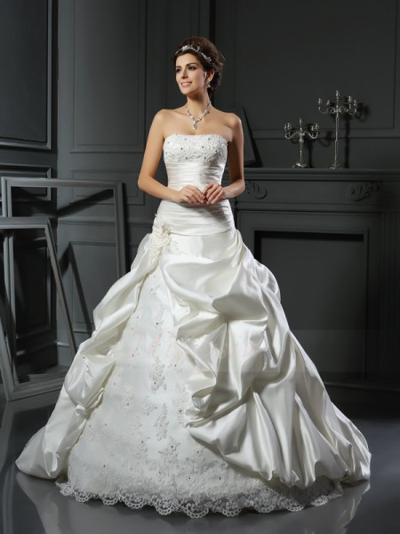 Ball Gown Sleeveless Satin Sweetheart Beading,Applique Court Train Wedding Dresses