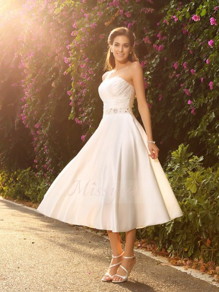 A-Line/Princess Sleeveless Satin Sweetheart Beading Tea-Length Wedding Dresses
