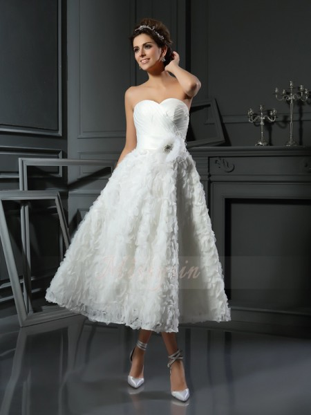 A-Line/Princess Sleeveless Satin Sweetheart Bowknot Tea-Length Wedding Dresses