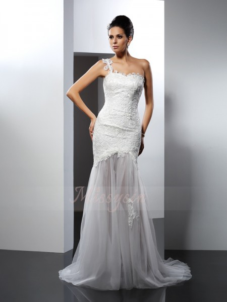 Trumpet/Mermaid Sleeveless Lace One-Shoulder Lace Chapel Train Wedding Dresses