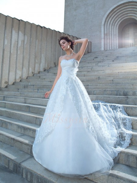 Ball Gown Sleeveless Sweetheart Chapel Train Lace Wedding Dresses