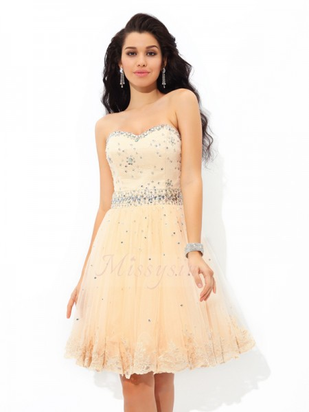 A-Line/Princess Sleeveless Sweetheart Beading Short/Mini Satin Cocktail Dresses