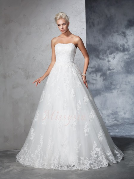 Ball Gown Sleeveless Strapless Court Train Lace Wedding Dresses