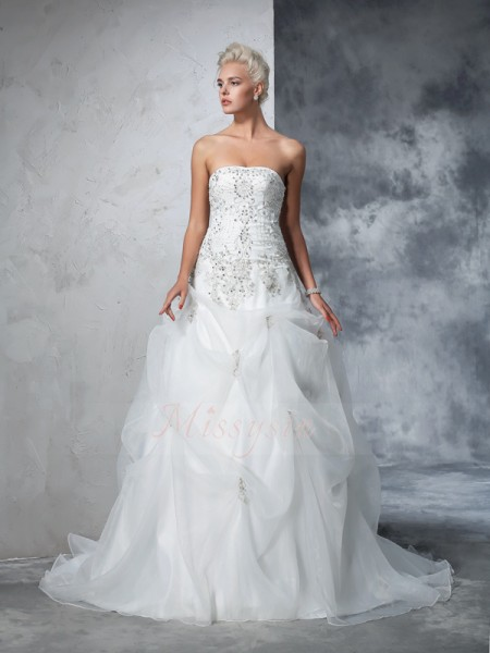 Ball Gown Sleeveless Strapless Beading Chapel Train Tulle Wedding Dresses