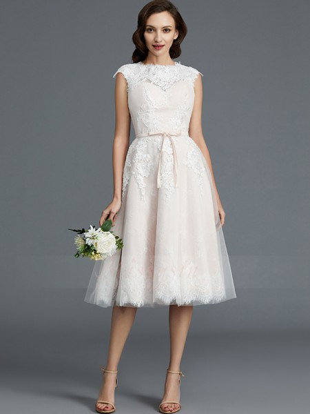 A-Line/Princess Sleeveless Tulle Knee-Length Bateau Wedding Dresses 71012