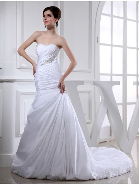 Trumpet/Mermaid Strapless Chapel Train Beading,Applique Sleeveless Taffeta Wedding Dresses