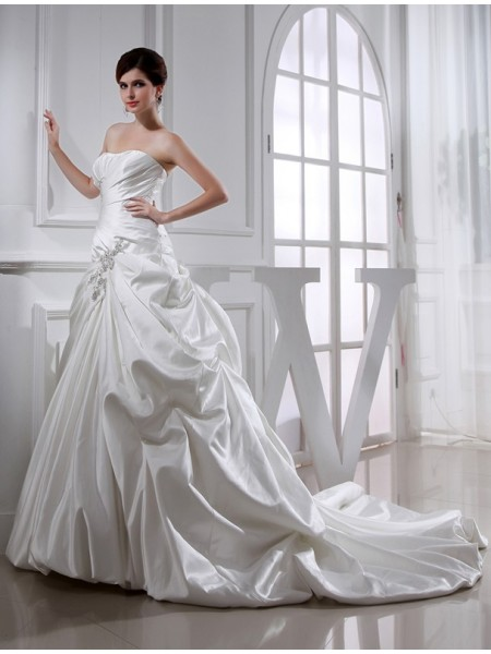 A-Line/Princess Strapless Chapel Train Beading,Applique Sleeveless Satin Wedding Dresses