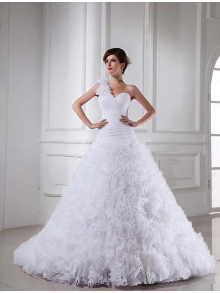 Ball Gown Sweetheart,One-Shoulder Chapel Train Pleats,Beading Sleeveless Organza Wedding Dresses