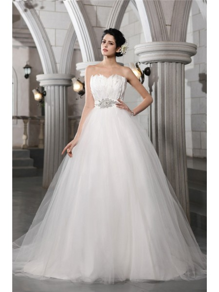 Ball Gown Strapless Chapel Train Beading,Feathers/Fur Sleeveless Net Wedding Dresses