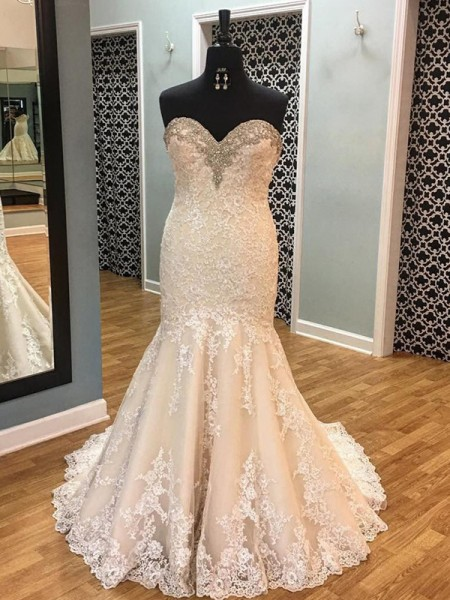 Trumpet/Mermaid Sleeveless Sweetheart Tulle Court Train Applique Wedding Dresses