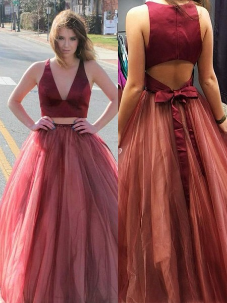 A-Line/Princess Sweep/Brush Train V-neck Ruffles Sleeveless Tulle Dresses