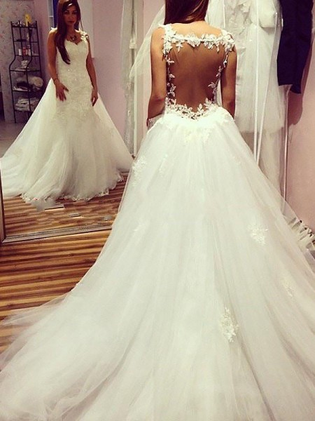 Ball Gown Sleeveless Tulle Sweetheart Chapel Train Wedding Dresses