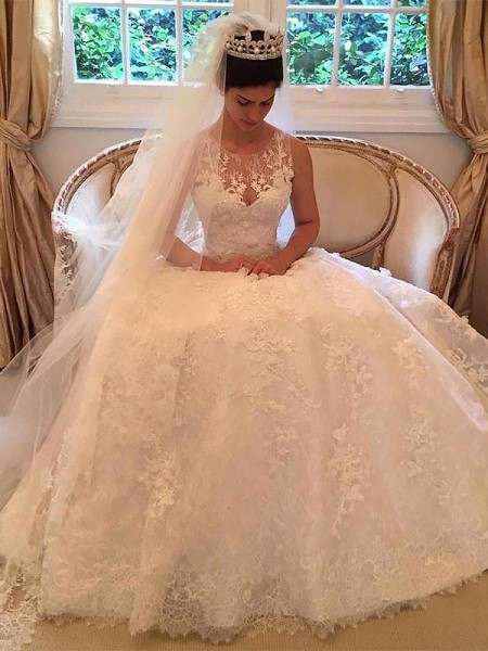 A-Line/Princess Sleeveless Lace Scoop Applique Court Train Wedding Dresses