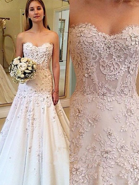 A-Line/Princess Sleeveless Lace Sweetheart Court Train Wedding Dresses